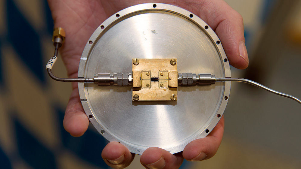 Quantum circuit, developed at the Walther-Meissner-Institut (WMI), which can be used to produce restricted microwave states. Image courtesy of TUM.