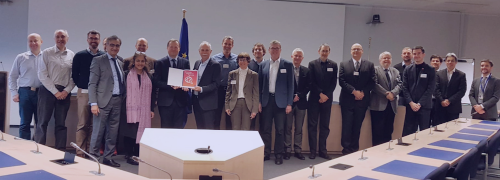 Caption: Prof. Jürgen Mlynek, chair of the Strategic Advisory Board (SAB) and its members hand over the SRA document to Dr. Roberto Viola, Director – General for Communications Networks, Content and Technology of the European Commission (DG CONNECT) and members of the European Commission.