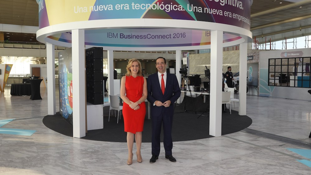 Marta Martínez, GM, IBM SPGI (Spain, Portugal, Greece & Israel) and CaixaBank CEO, Gonzalo Gortázar.